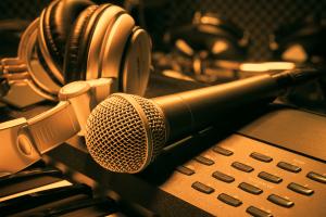 Аудиореклама: особенности формата и преимущества использования