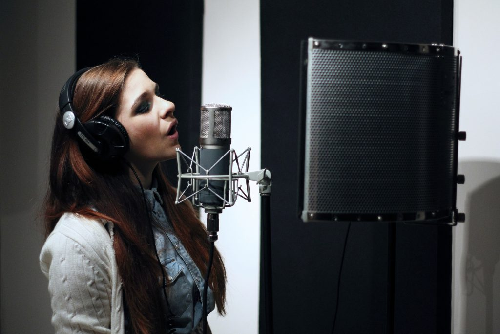 Как записать вокал в студии?